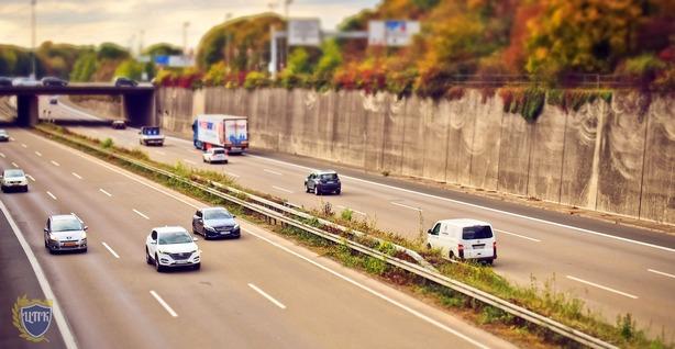 Медведев поручил ведомствам подумать о целесообразности введения штрафа за превышение скорости на 10-20 км / ч.